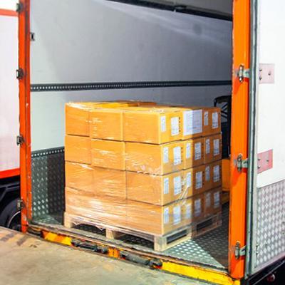 Παλέτες σε trailer φορτηγού